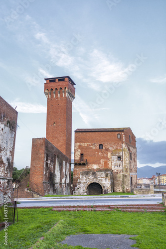 Cittadella: Old building along the river arno