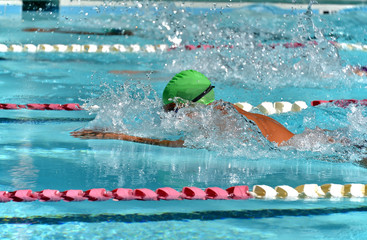 Profile of a breaststroke swimmer during a meet