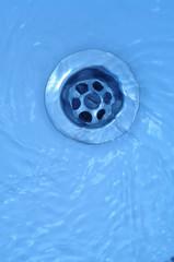 wasser in abfluss