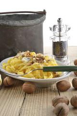 lasagne noci e gorgonzola verticale vintage