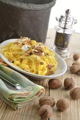 lasagne noci e gorgonzola verticale