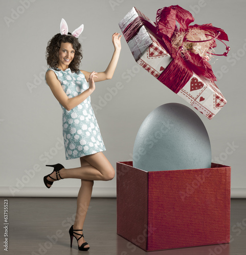 canvas print picture smiling woman with easter big box