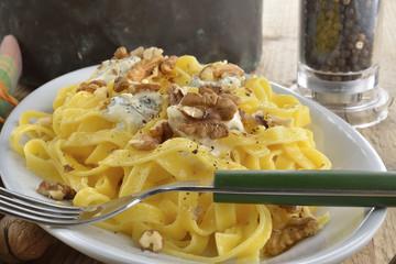 lasagne noci e gorgonzola