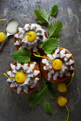 Yeast cake with icing and candied cherries