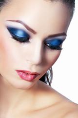 woman smoky make-up