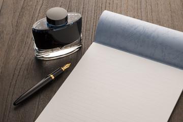 白紙の便せんと万年筆とインク