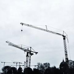 Kräne auf Baustelle