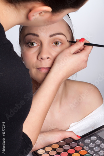 Painting female eyebrows