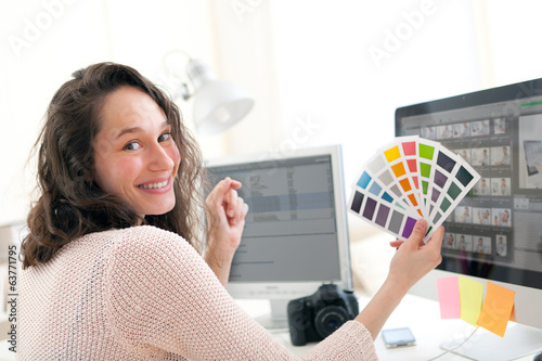 Young woman photographer choosing color