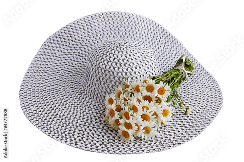 hat with a bouquet of daisies