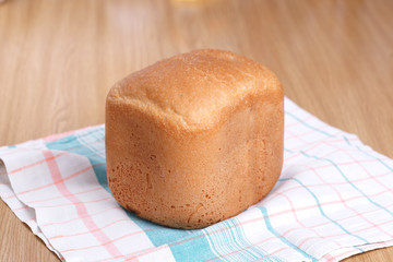 Домашний хлеб на столе