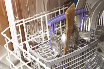 Dishwasher and clean dishes