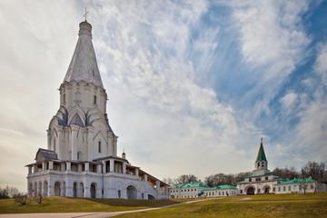 Коломенское. Церковь Вознесения Господня и Передние ворота
