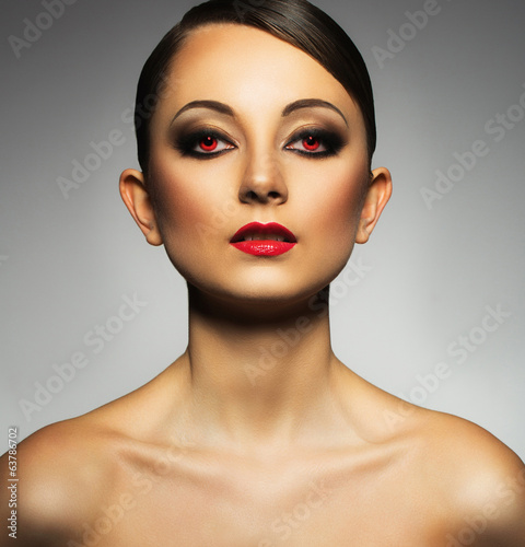 Portrait of a beautiful young woman with a glamorous retro makeu