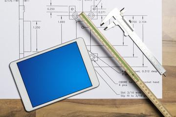 Technische Zeichnung mit Tablet und Wekzeug