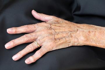 Eine alte Frauenhand