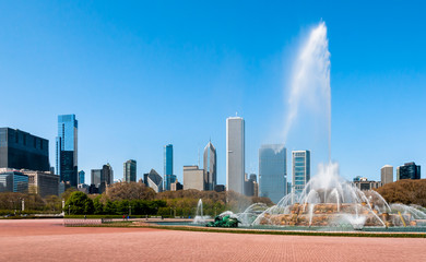 Buckingham Fountain and Chicago Skyline
