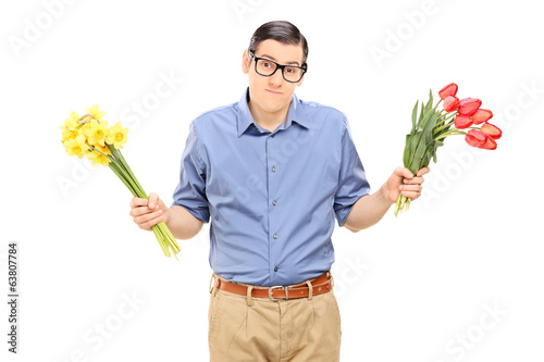 Indecisive man holding red and yellow tulips
