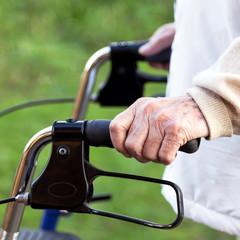 aktive Rentnerin, Rollator