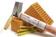 Hausbau mit Werkzeug und Ziegelstein