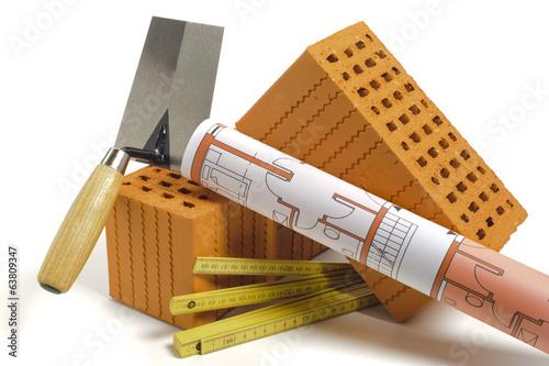 canvas print picture Hausbau mit Werkzeug und Ziegelstein