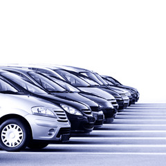 Autos im Autohaus