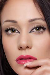 Schönes Frauenportrait mit perfektem Makeup