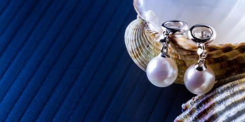 pendenti in oro bianco e perle