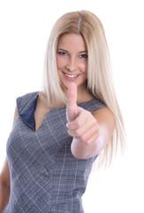 Energische junge Blondine mit Daumen hoch
