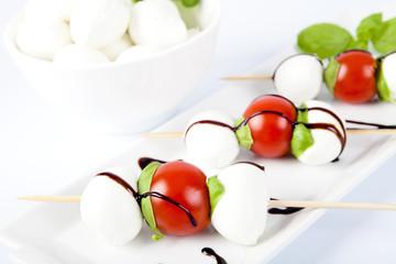 Mozzarella con pomodoro e basilico