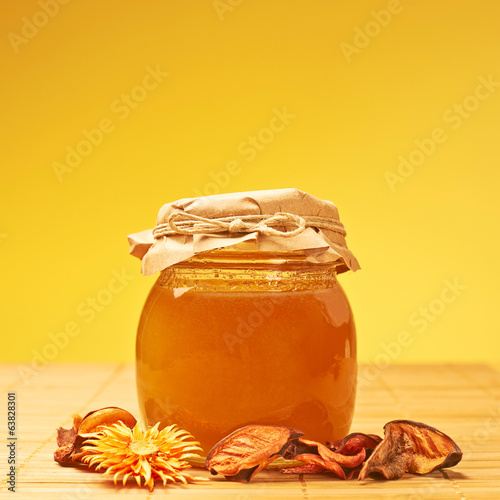Closed honey jar and potpourri