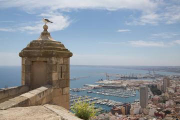 Alicante Hafen und Stadt