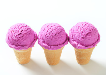 Berry ice cream cones