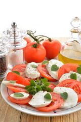 caprese, pomodori e mozzarella verticale
