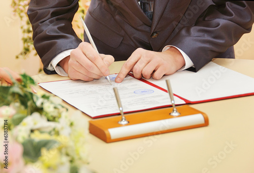 groom sign wedding contract