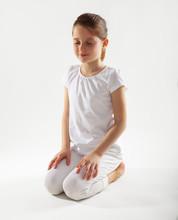 Jong meisje mediteren