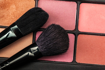 Eye shadow palette with brush