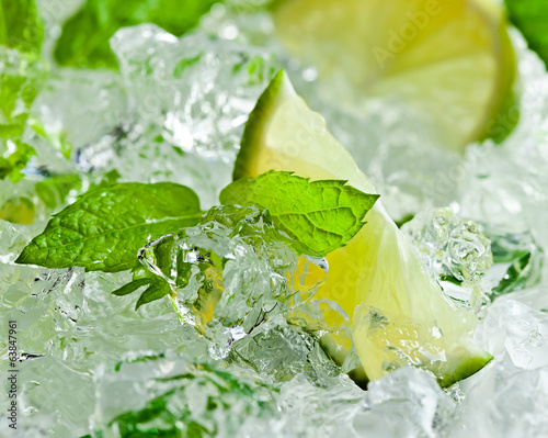 lime and leaves of mint with ice