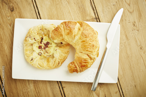 Croissant and custard crown
