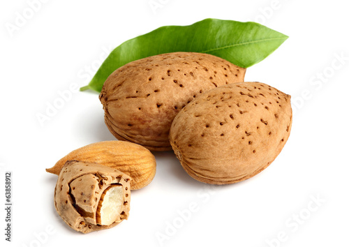 Composition of almond.