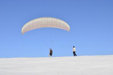 Ready to fly, Parachute on the snow horizon