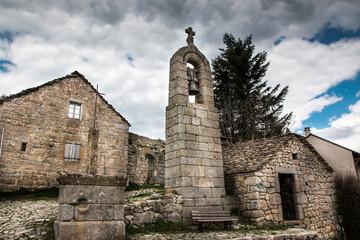 La Fage, Lozère, clocher de tourmente et four banal