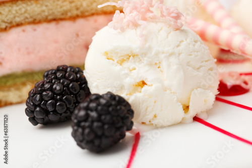 Vanilla ice cream with blackberries