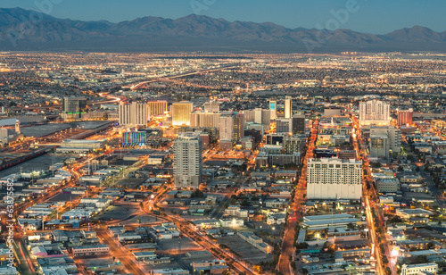 Foto op Plexiglas Las Vegas Las Vegas Downtown - Aerial view of generic buildings before sun