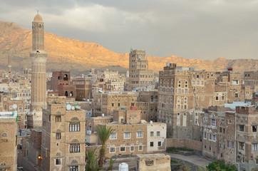 Историческая часть Саны - столицы Йемена вечером
