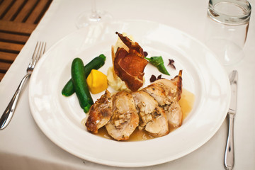 fresh healthy food with chiken and vegetables in restaurant