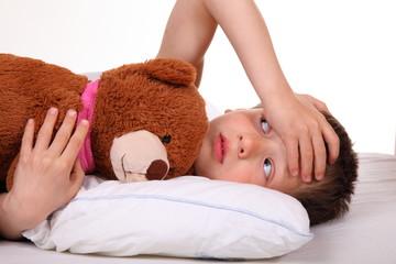 kranker Junge im Bett