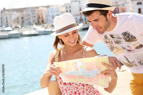 Couple in vacation looking at city map