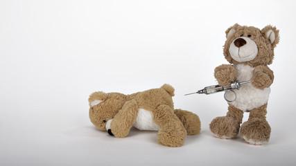 Teddy mit Dreiringspritze
