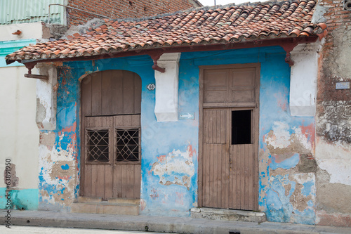 Two brown doors, blue building, Cuba